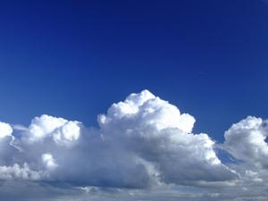 Bulutlar İstanbul'un üstünde dolaşıyor yağmıyor