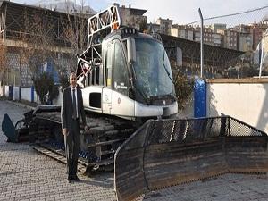 Kar üstü araçlar öğrenciler için yollarda