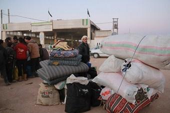 Esed'in zulmünden toplu kaçışlar devam ediyor