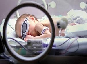 Prematüre bebekte göz taraması şart!