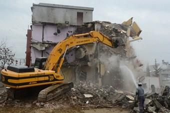Mithatpaşa'da yıkım sürüyor