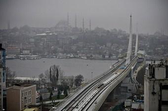 Türkiye'nin ilk metro köprüsü açıldı