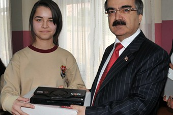 Adana'da 42 okula 2 bin 394 tablet PC dağıtılacak