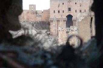 Esed güçlerinin karargahını tünel kazarak havaya uçurdular