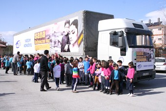Erzincan'dan Suriyeli mültecilere 27 ton un gönderildi