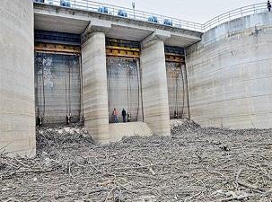 İstanbul'a su sağlayan Pabuçdere Barajı kurudu