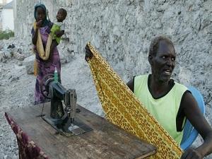 Seyyar terzi, Somali sokaklarında geçim mücadelesi veriyor