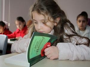 Okuma salonunda Peygamber Efendimizin hayatını öğreniyorlar