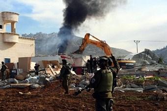 İsrail askerleri Filistinlilerin evini yıktı