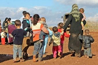 Suriye'de savaş kadın ve kız çocuklarını da vurdu