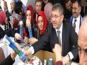 Üsküdar'da 20 bin çam fidanı dağıtıldı