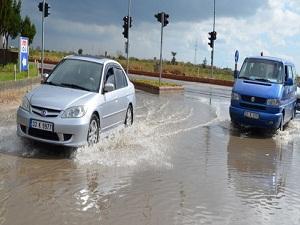 Şiddetli yağış su baskınılarına yol açtı