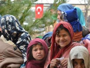 Türk askerinin yardımları sürüyor