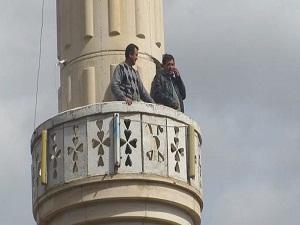 Bir alo için minareye çıkıyorlar