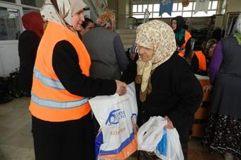 Kimse Yok Mu Derneği'nden 740 aileye et yardımı