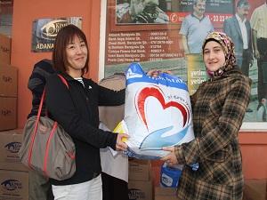 Japonya'daki Türk dernekleri Suriyeli mültecilere 1 TIR yardım gönderdi