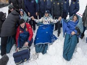 Soyuz üç astronot ile Dünya'ya döndü