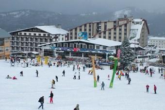 Uludağ'da kar yağışı devam ediyor