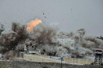 Gazze'de çok sayıda ev ve bir cami hasar gördü