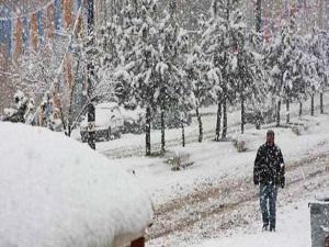 Bahar beklenirken kar yağdı