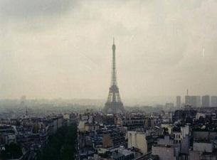 Paris dumanaltı oldu, otobüsler ücretsiz.