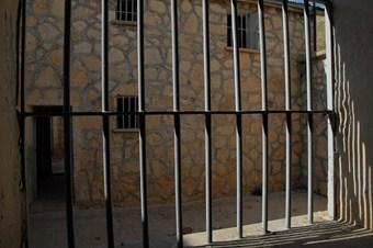 Suriye'de 3 yılda 215 bin kişi tutuklandı