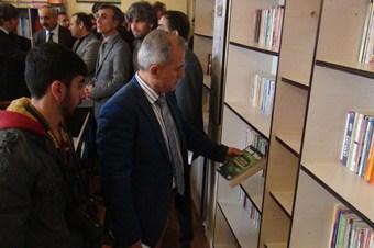Öğrenci ve öğretmenler ele ele vererek 5 bin kitaplık kütüphane kurdu