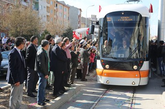 71 Evler-Emek-Opera tramvay seferleri başladı