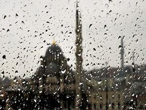 İstanbullular yeni güne yağmurla uyandı