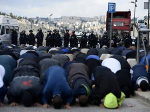İsrail cuma namazına yine sınırlama getirdi