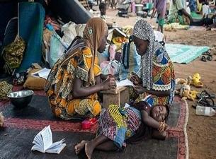 Cami avlusuna kurdukları kampta yaşıyorlar
