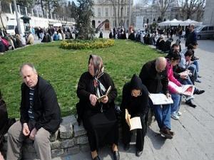 Sınav huzuru için ailelere okul bahçesi yasak