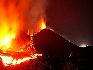 Ubinas volkanı faaliyete geçti