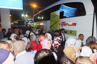 Tarsus'tan 109 kişi umreye gitti