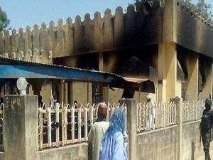 Teröristler camiye saldırıp Müslümanları katletti