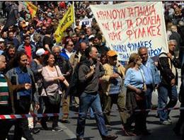 Yunanistan'da hayat yine felç
