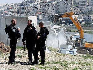 İsrail askerleri Filistinlilere ait 18 evi yıktı