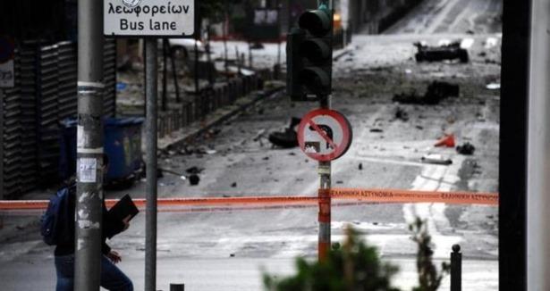 Atina'da bomba yüklü araç patlatıldı