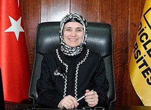 Türkiye'nin ilk başörtülü rektörü oldu