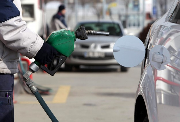 Benzin 4,99 liradan satılacak