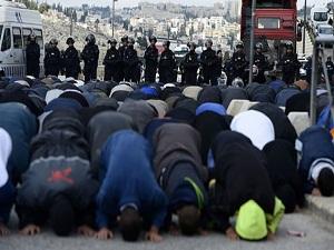 İsrail bin işgalciyle girdi, Mescid-i Aksa'da çatışma çıktı