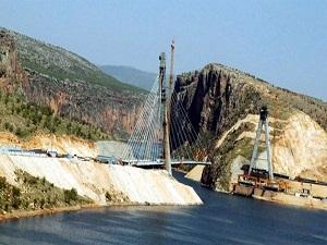 2 saatlik yolu 5 dakikaya düşüren köprü Ekim'de bitiyor