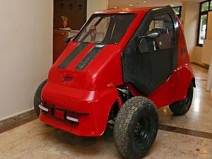 Türkiye'nin ilk 4 tekerlekli elektrikli otomobili: DEMOBİL