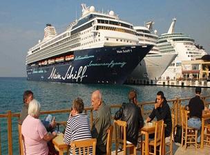 Gemilerden 2,2 milyon turist geldi