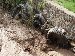 Sel baskınlarına traktör lastikli önlem