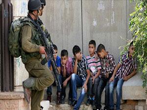 İsrail Filistinli çocuklara hücre hapsi veriyor
