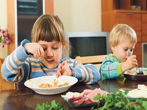 Ebeveyni kısa boylu çocuklar doğru beslenmeyle uzuyor