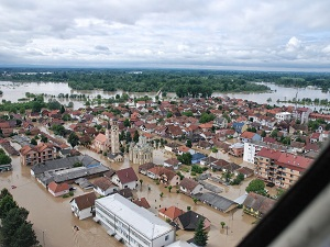 Deniz Feneri Bosna'ya 100 ton yardım gönderdi