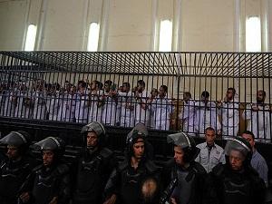 Mısır'da 25 aktiviste 15'er yıl hapis