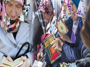Çocuklar sınavda, anneler duada